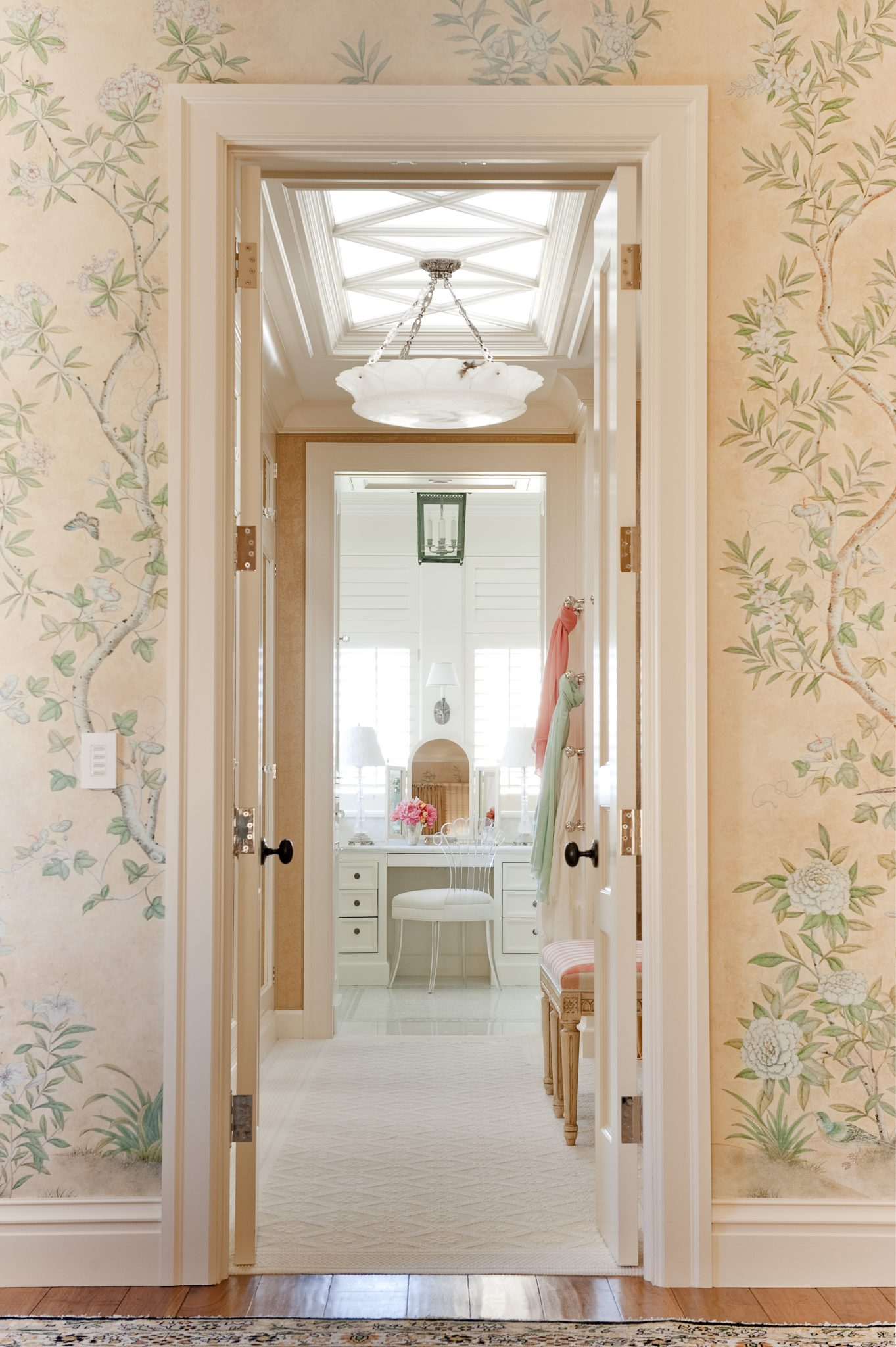 The custom wallpaper was handpainted in a Georgian style by Gracie, and the patina gives it the appearance of an 18th-century wallpaper.
