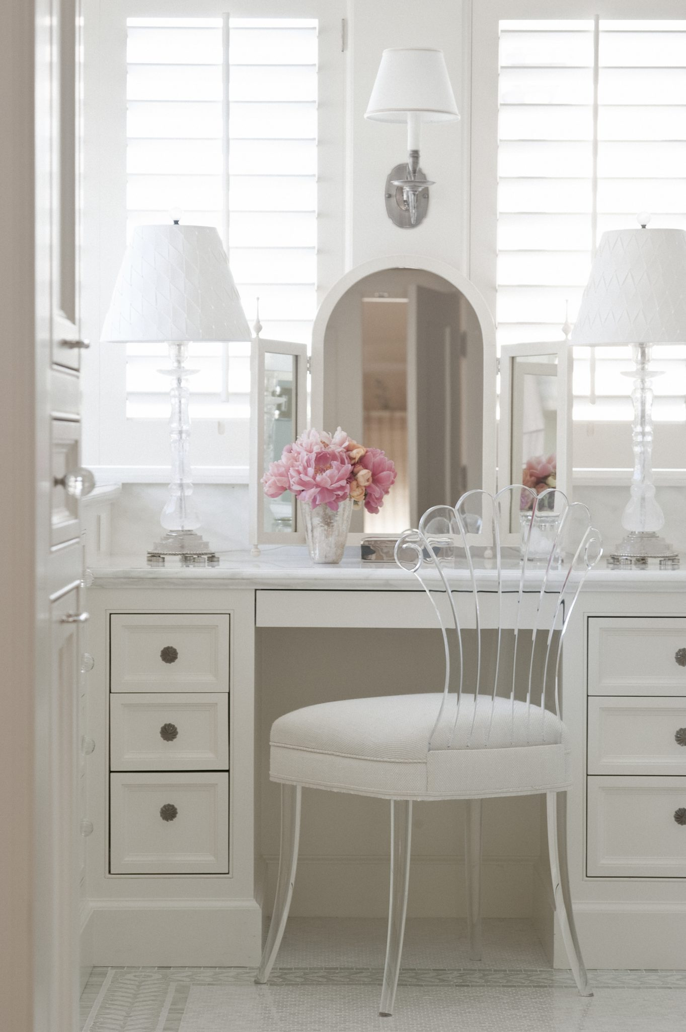 A chic shagreen dressing table mirrorfrom Newel in New Yorkadds polish to the master bath.