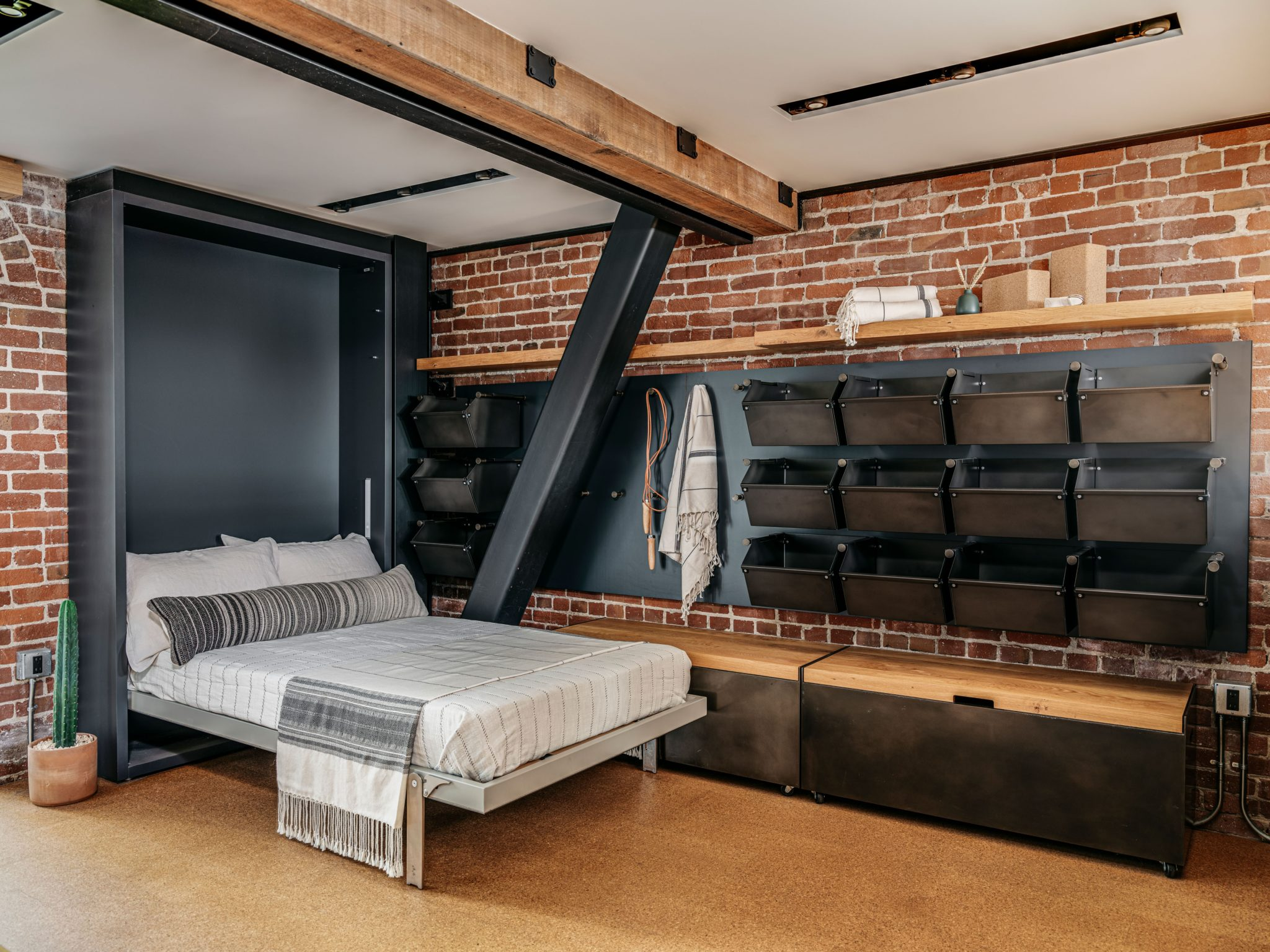 Functioning as a guest room as well, the den featuresa Murphy bed. When the bed isfolded into the wall, the space transforms into a space for lounging or working out. The Henrybuilt system can store both guests' luggage and workout gear.