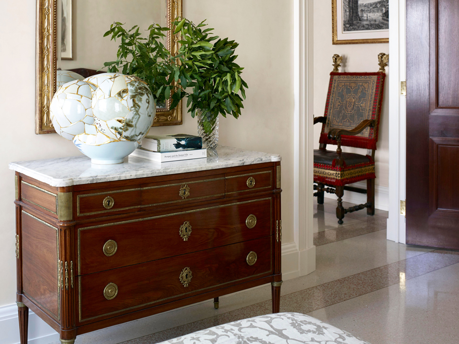 What is the Difference Between a Dresser and a Chest?