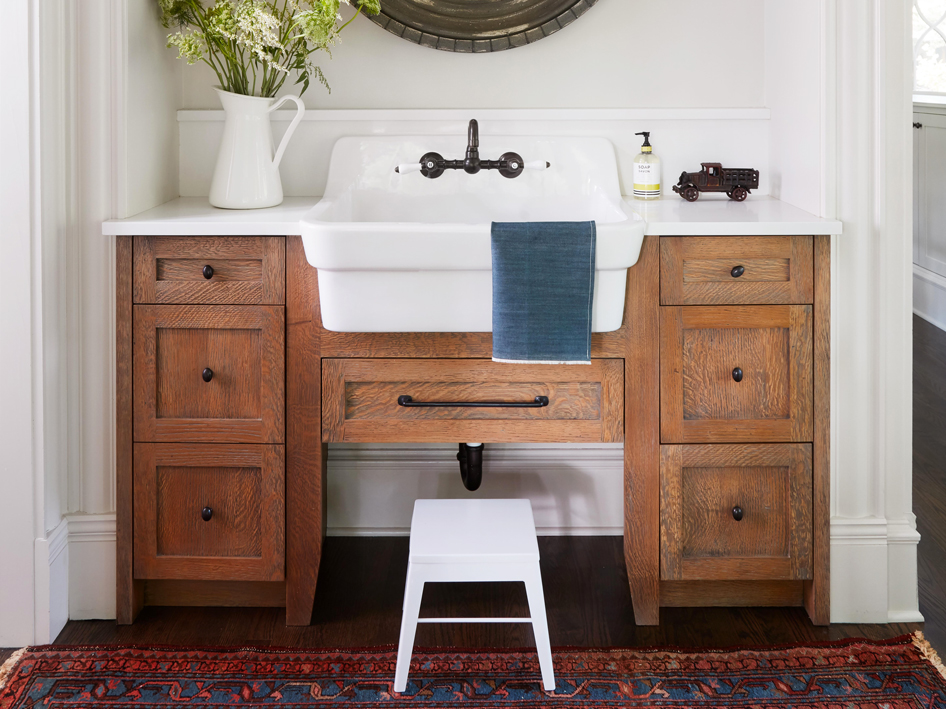 What is the Difference Between Fireclay and Cast Iron Sinks?