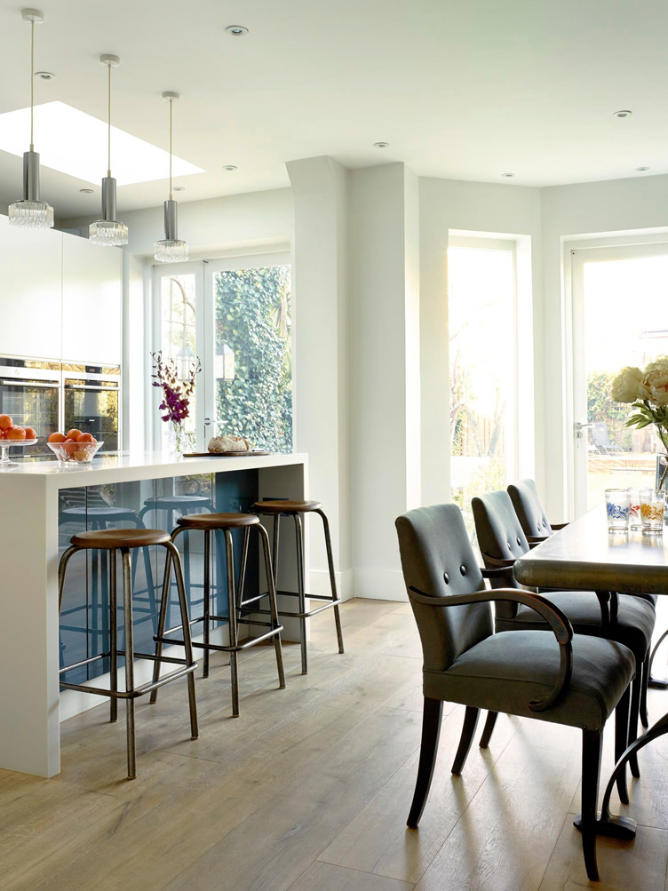 This image has an empty alt attribute; its file name is kitchen-and-dining-area-crouch-end-london-with-bar.jpg