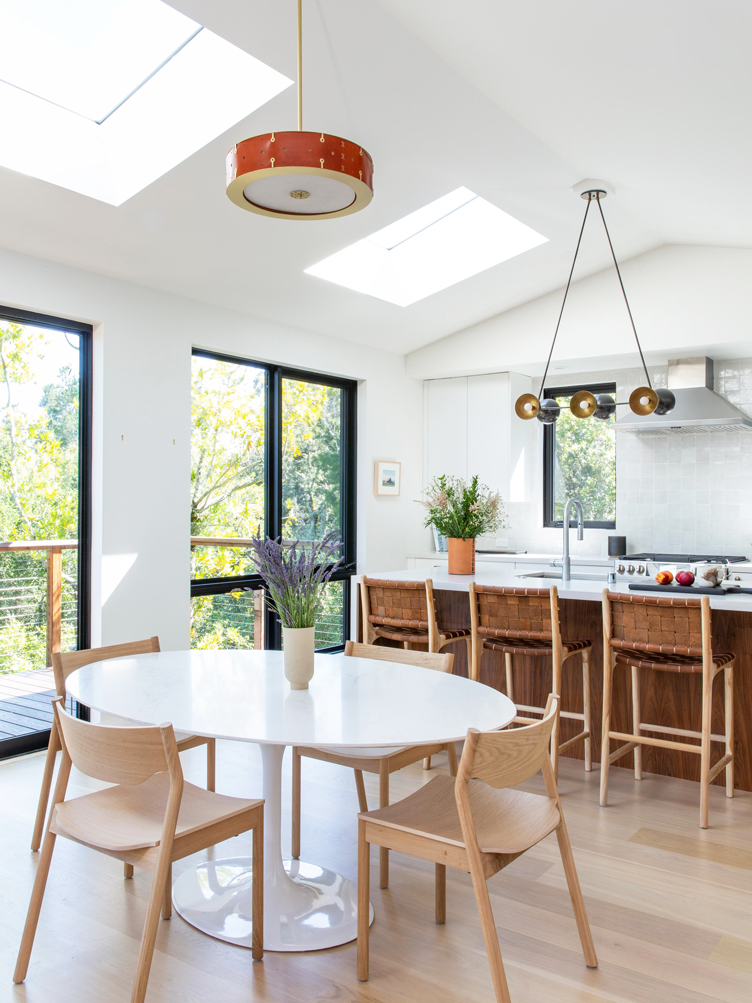 This image has an empty alt attribute; its file name is combined-kitchen-and-dining-area-with-white-pedest.jpg