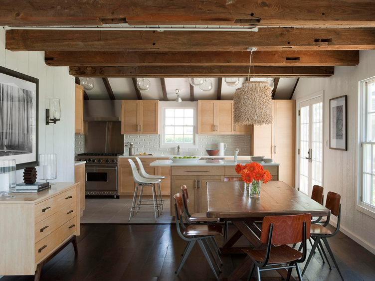 This image has an empty alt attribute; its file name is hamptons-barn-house-kitchendining-room-wood-beam-c.jpg