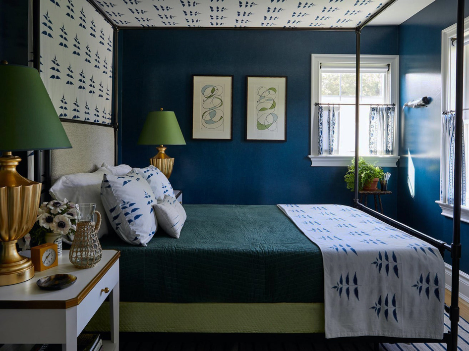 10 Paint Colors That Flatter Bedrooms with Dark Furniture
